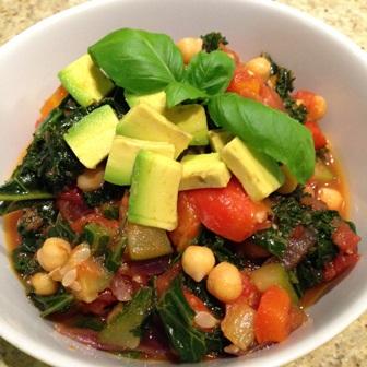 Jarmuż z ciecierzycą i warzywami