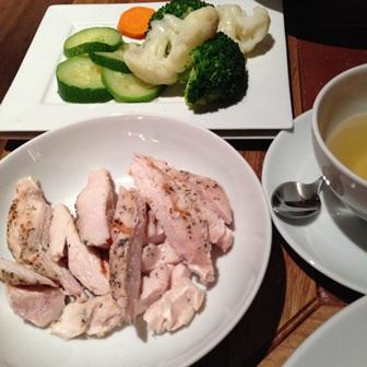 Kurczak z gotowanymi warzywami
